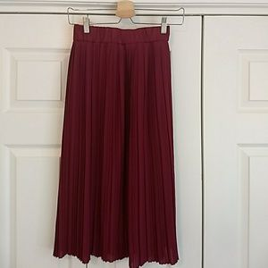 Hot pink pleated skirt- never worn
